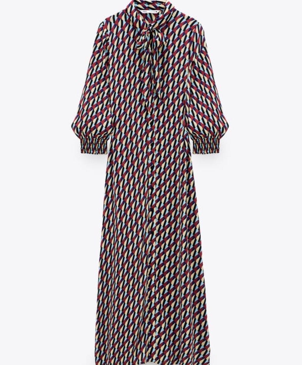 Εμπριμέ φόρεμα Zara39,95 EUR