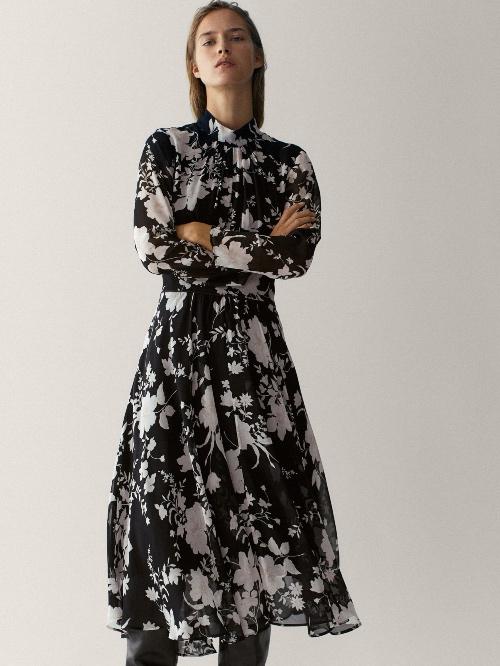Εμπριμέ φλοράλ φόρεμα 99.95 € Massimo Dutti